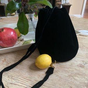 🌳 EUC Liz Claiborne Bucket Tote Bag Purse Black